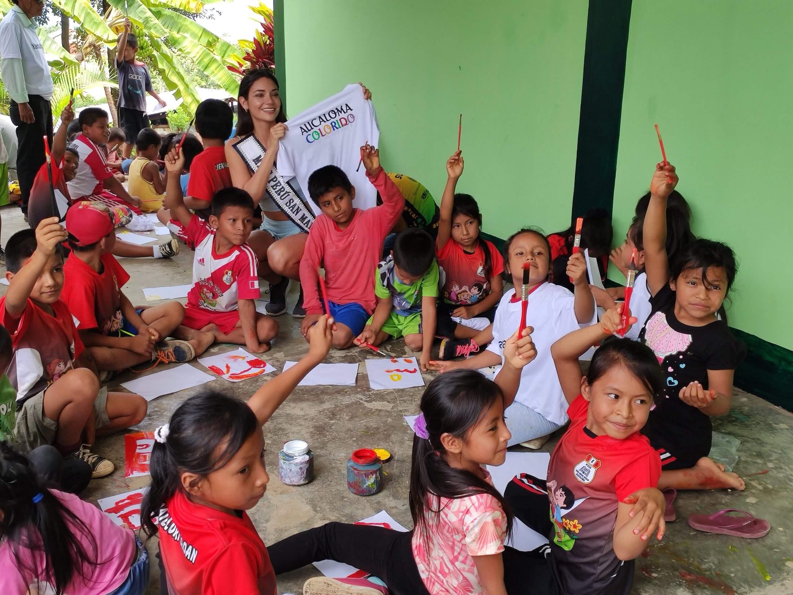 Niños de Aucaloma inauguran el proyecto Aucaloma Colorido, en Yanashpa Village, Tarapoto