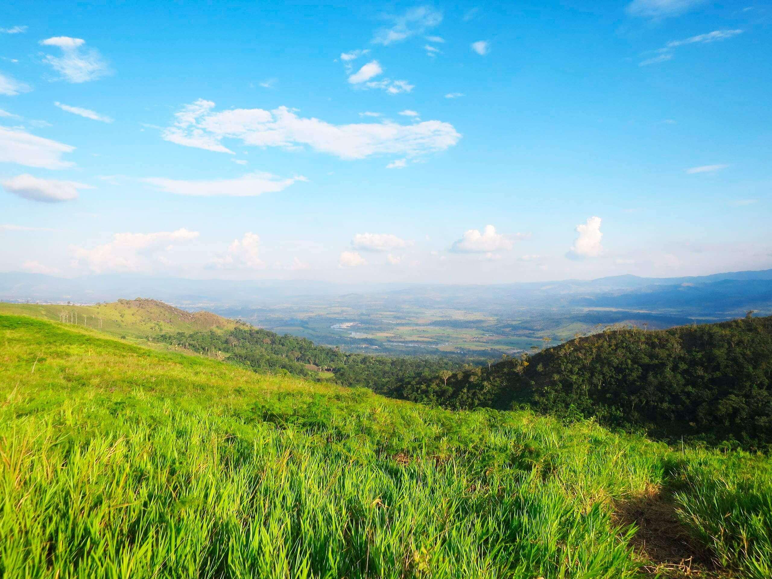 Vista panorámica del valle de Tarapoto desde la zona vista infinita en Yanashpa Village