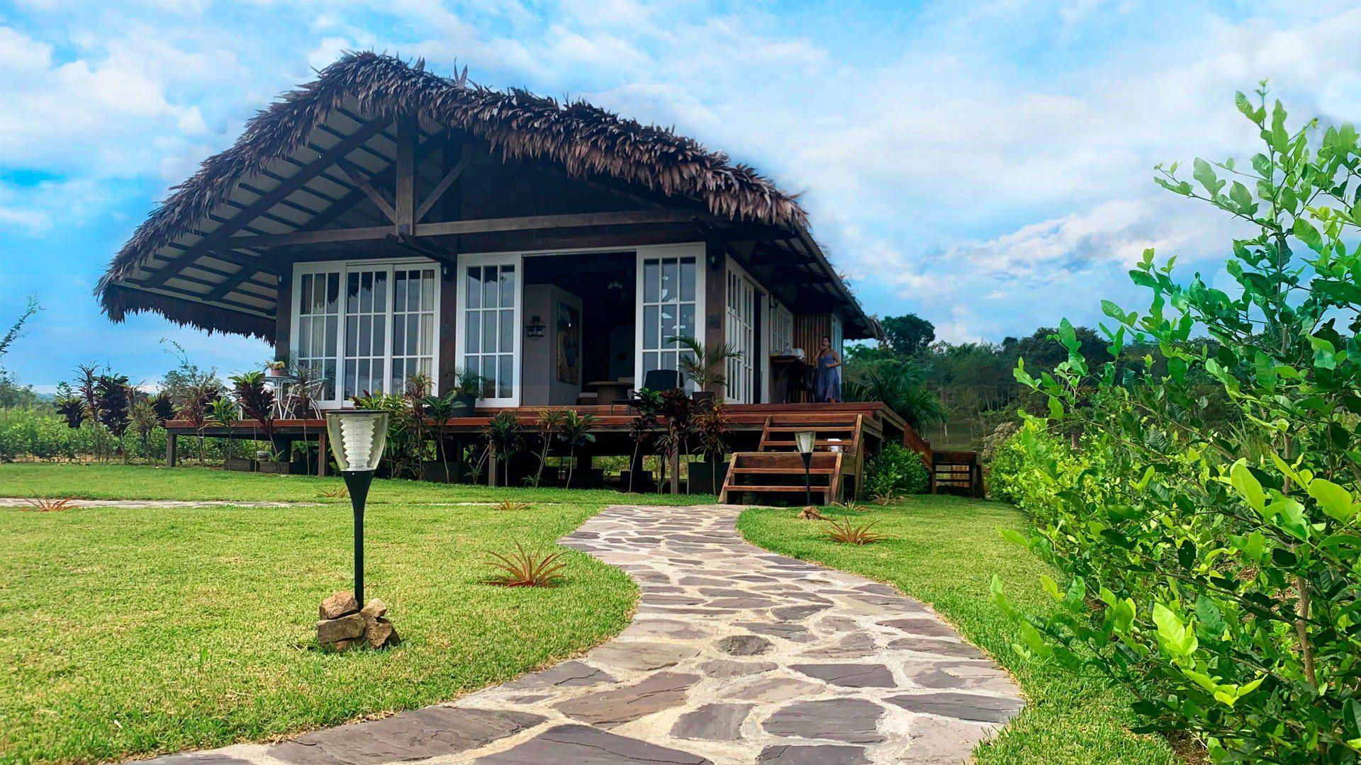 Frontis de un modelo de casa real con vista infinita en Yanashpa Village, Tarapoto