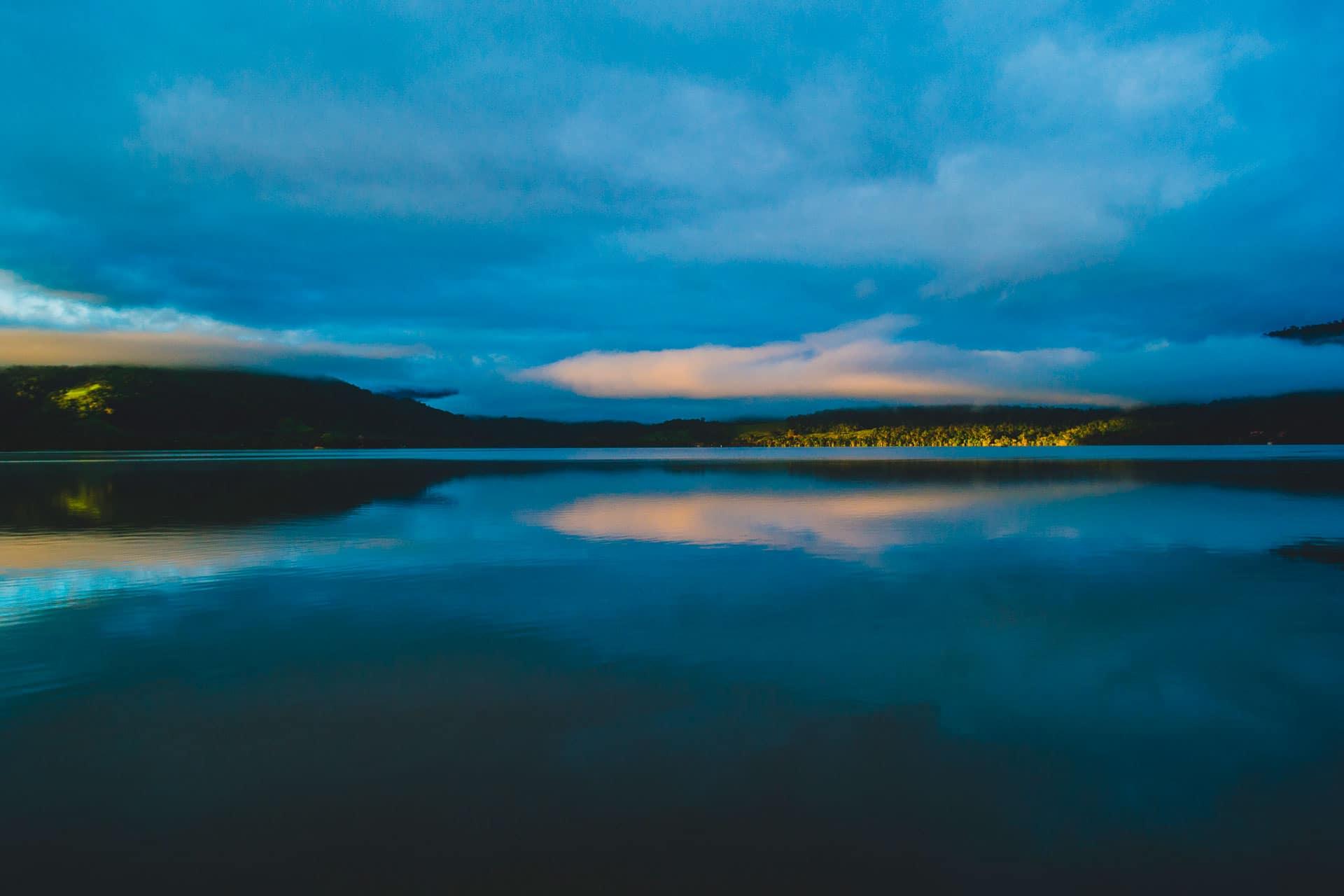 Vista panorámica del amanecer en el valle de Tarapoto
