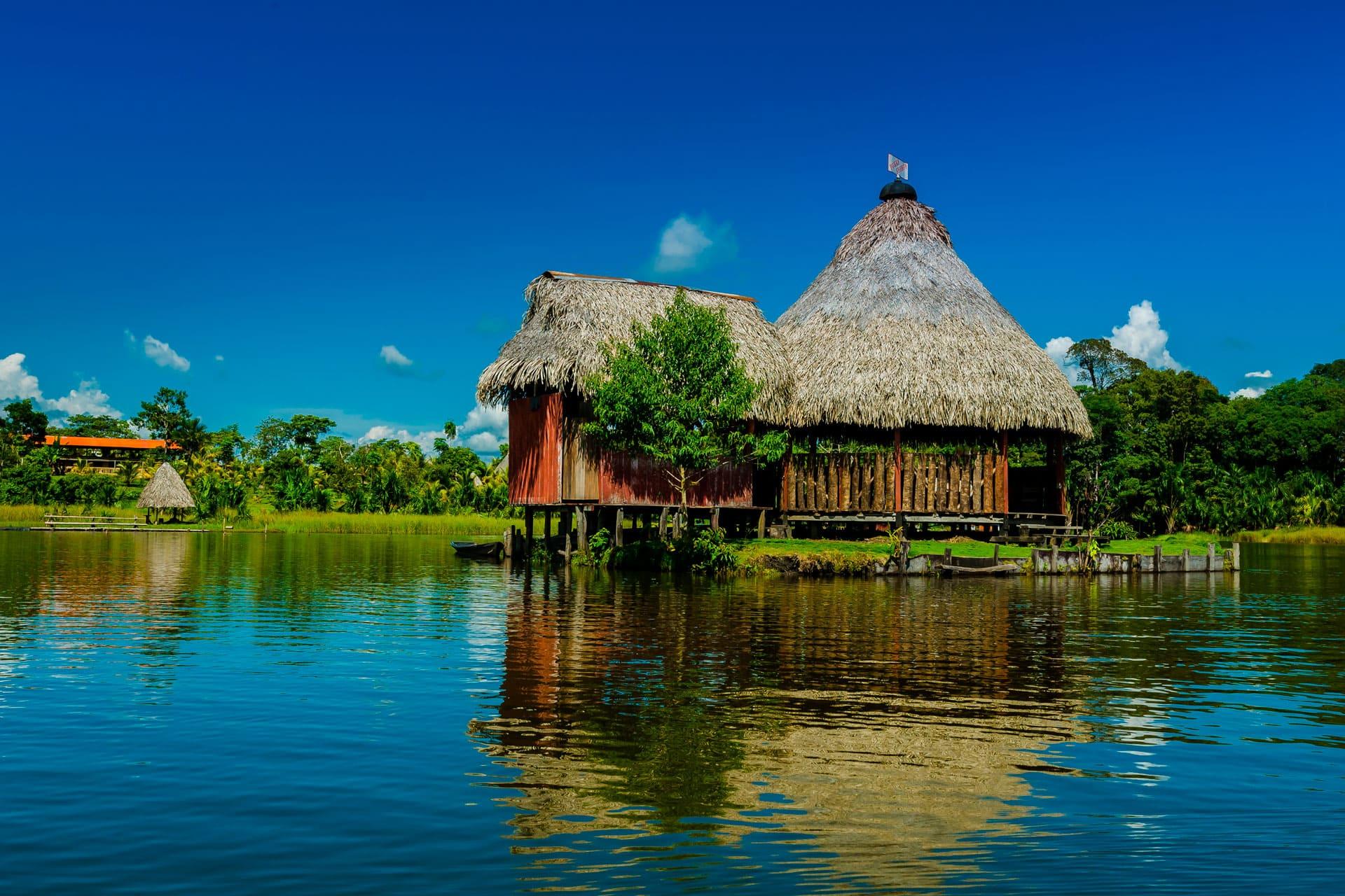Paz y tranquilidad en la Laguna Azul, también llamada Laguna Sauce, en Tarapoto.