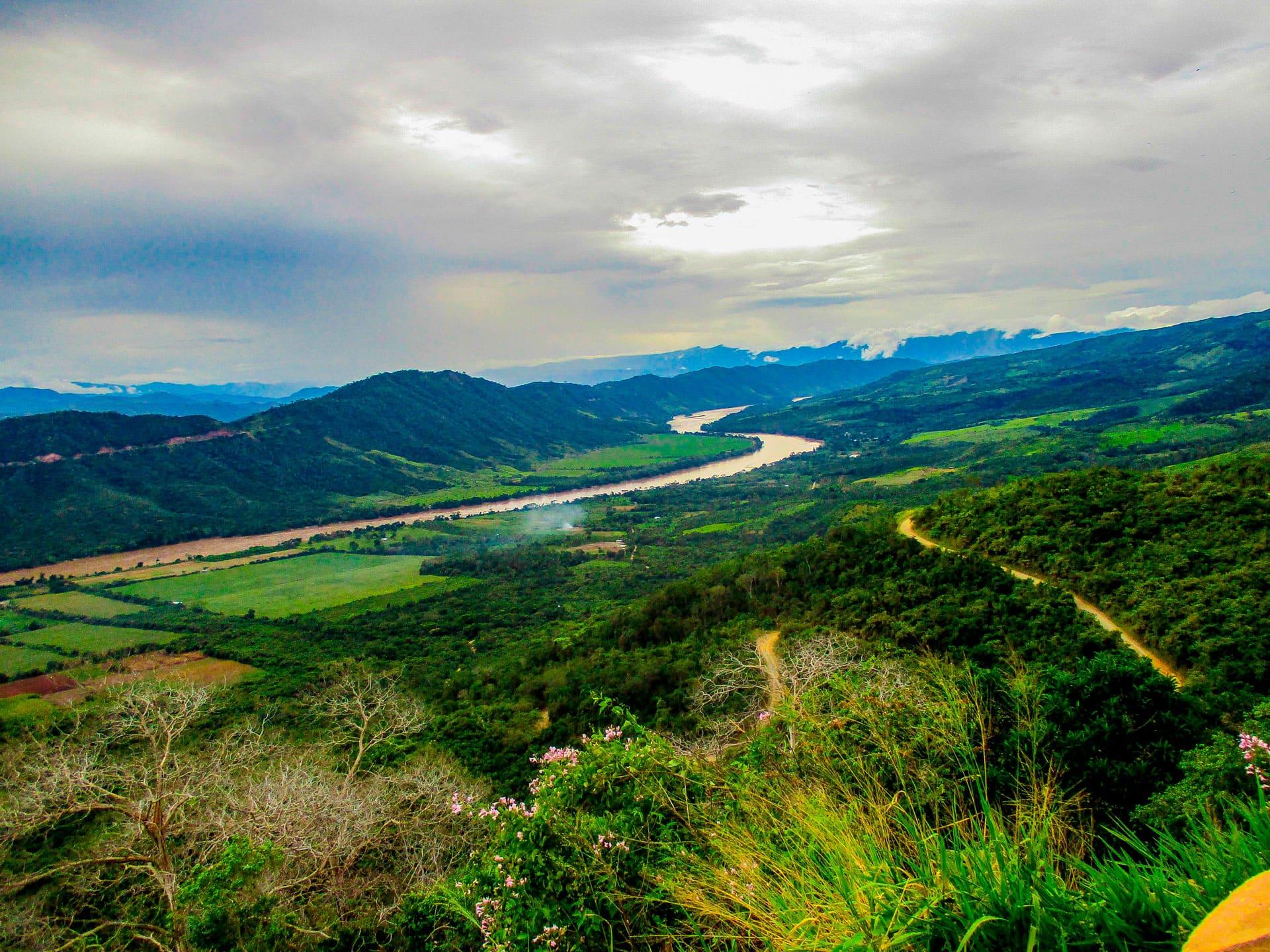 Vista del valle de Tarapoto desde las alturas de Yanashpa Village