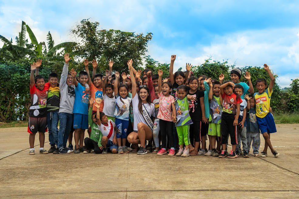Maricielo Gamarra (Miss San Martín) y niños de Aucaloma inauguran el proyecto Aucaloma Colorido